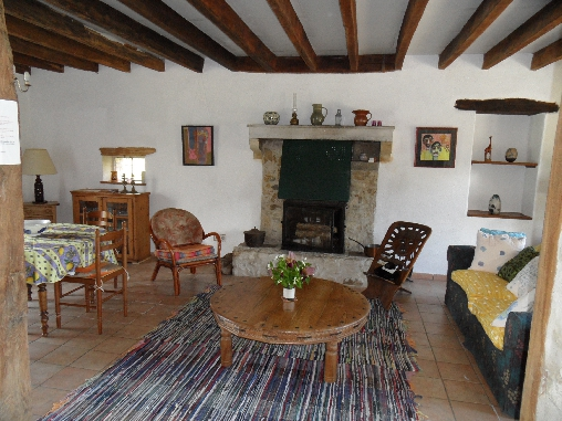 bed & breakfast Allier - Living room with wood burning stove
