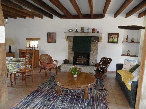 Chambre d'hote Allier - Salon avec cheminée et poel a bois