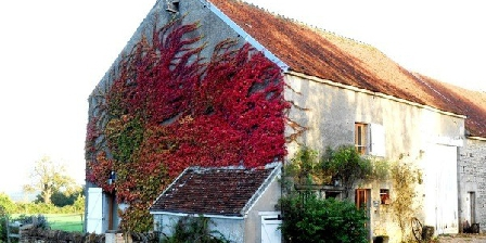 La Grange aux Poulains La Grange aux Poulains, Chambres d`Hôtes Champlemy (58)