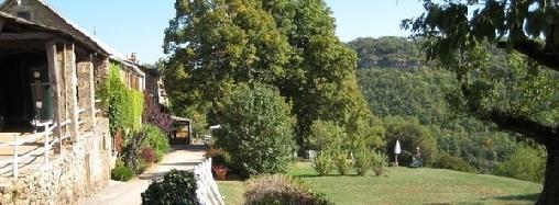 domaine du bois de coursac : une chambre d'hotes dans l' aveyron
