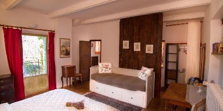 Chambre d'hotes La Colombière du château > Une de nos chambres triples spacieuses