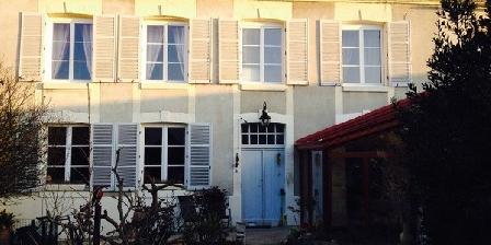 Comme à La Maison Comme à La Maison, Chambres d`Hôtes Tours Sur Marne (51)