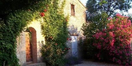 Le Mas des Fontêtes Le Mas des Fontêtes, Chambres d`Hôtes Le Puy Ste Reparade (13)