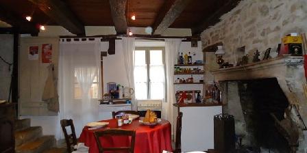 Gite Gîte Belgique Pierre > Confortable Maison rénovée du 15e Siècle, Gîtes Flavigny-sur-Ozerain (21)