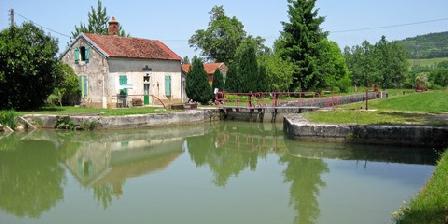 Gîte Belgique Pierre Confortable Maison rénovée du 15e Siècle, Gîtes Flavigny-sur-Ozerain (21)