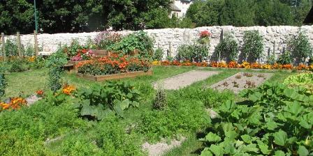 Les Sentiers Fleuris Les Sentiers Fleuris, Chambres d`Hôtes Aumont-aubrac (48)