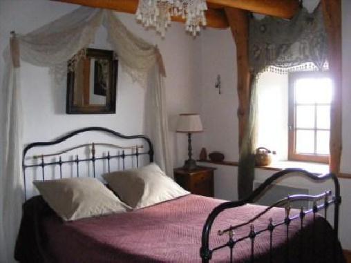 La Maison des Bouzols, Chambres d`Hôtes Freycenet Lacuche (43)