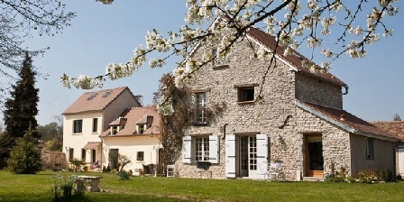 Au Nid de La Houssiere Au Nid de La Houssiere, Chambres d`Hôtes Saint Illiers Le Bois (78)