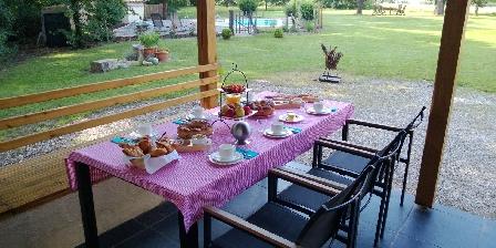 La Forestiere Petit déjeuner sur la terrasse
