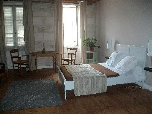 L 39 oustal une chambre d 39 hotes en charente maritime en for Chambre hote jonzac