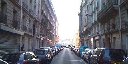 Gîte Pierre Durand Nice Studio Near Between Montmartre And Canal St Martin, Chambres d`Hôtes Paris (75)