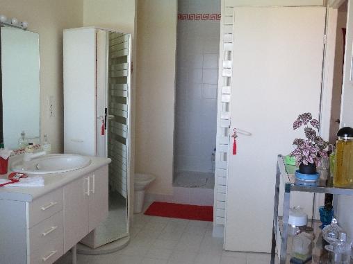 Chambre d'hote Gironde - salle de bain avec douche et baignoire