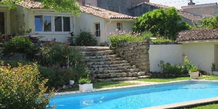 Les 4 Eléments Vue maison et piscine