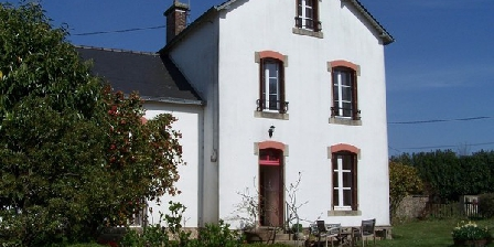 Ty Skol (the Schoolhouse) Ty Skol (the Schoolhouse), Chambres d`Hôtes Cleguerec (56)