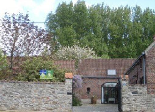 Chambre d'Hôtes à la Ferme des Géants Batisse et Lisa, Chambres d`Hôtes Flines Les Mortagne (59)