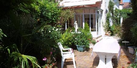 La Maison des Clématites La Maison des Clématites, Chambres d`Hôtes Pontailler-sur-Saone (21)