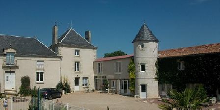 Logis des Deux Tours Logis2tours, Chambres d`Hôtes Vendeuvre Du Poitou (86)