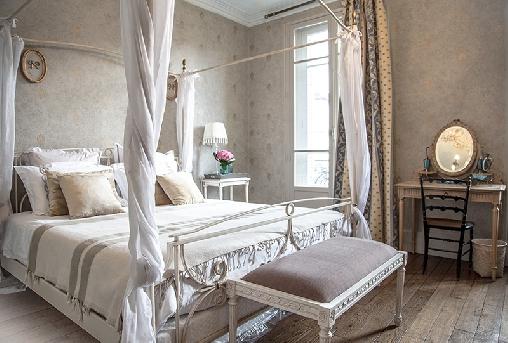 la maison du th tre une chambre d 39 hotes dans le cher dans le centre bienvenue. Black Bedroom Furniture Sets. Home Design Ideas