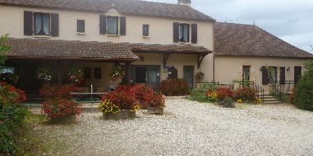 Chambres et Table d'Hôtes à la Ferme le  Château  Vieux Cour et facade