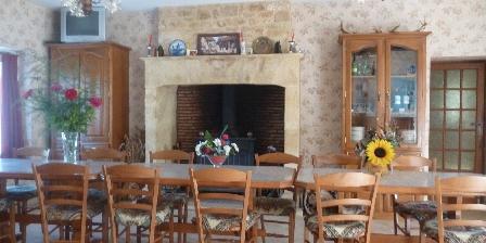 Chambres et Table d'Hôtes à la Ferme le  Château  Vieux Salle a manger