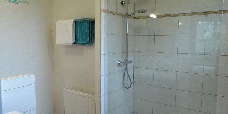 Maison Les Fraysses Salle d'eau (+- identique dans les 4  chambres)