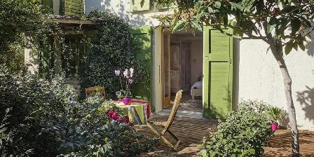 les jasmins une chambre d 39 hotes dans les pyr n es orientales dans le languedoc roussillon. Black Bedroom Furniture Sets. Home Design Ideas