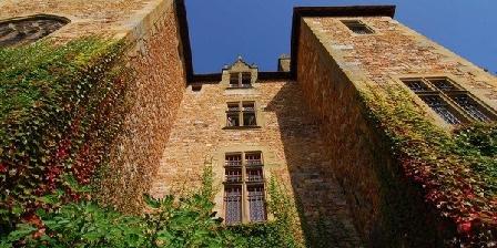 Chambre d'hotes Château de Peufeilhoux > Château de Peufeilhoux, Chambres d`Hôtes Vallon En Sully (03)