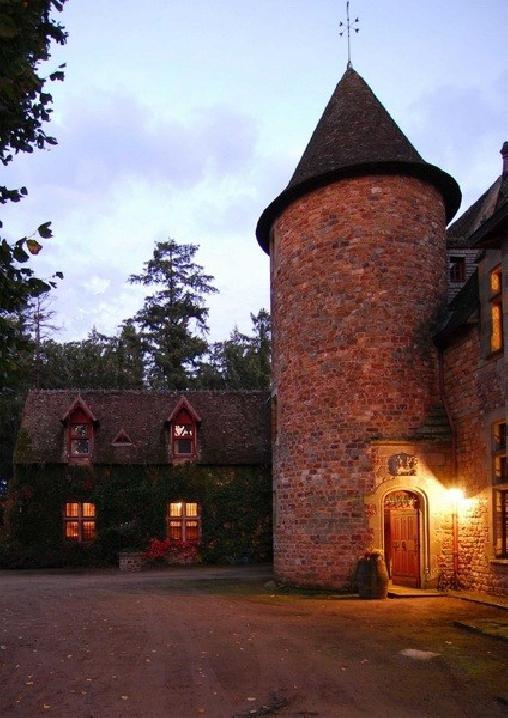 Château de Peufeilhoux, Chambres d`Hôtes Vallon En Sully (03)
