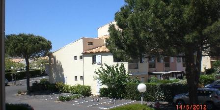 Appartement au Cap d'Agde pour petite famille Cour avec les parkings