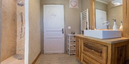 Le Jas des Alpilles Salle de bain pour les pins et l'olivier