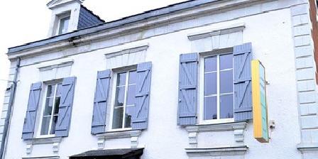 L'Arrêt Public  L'Arrêt Public !, Chambres d`Hôtes Briollay (49)