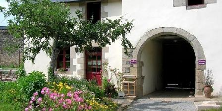 Les Logis de Ste Croix Les Logis de Ste Croix, Chambres d`Hôtes Josselin (56)