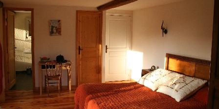 Domaine de Montvianeix  Domaine de Montvianeix Chambres - Table D'Hôtes - Gîte, Chambres d`Hôtes Saint Victor Montvianeix (63)