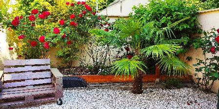 Gite Les Muguets RDC > Arrière jardin terrasse