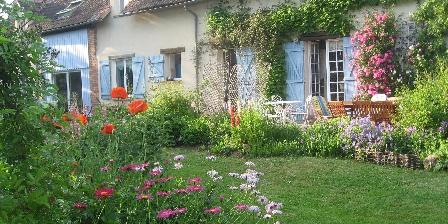 Location de vacances Location de Vacances de la Roguenette > le jardin au printemps