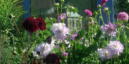 Location de Vacances de la Roguenette Le jardin l'été