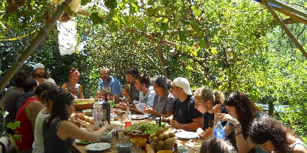 Gîte de La Bastide Le jardin et sa table