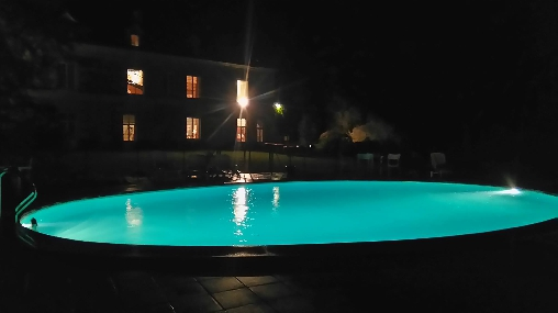 bed & breakfast Indre-et-Loire - the pool at night