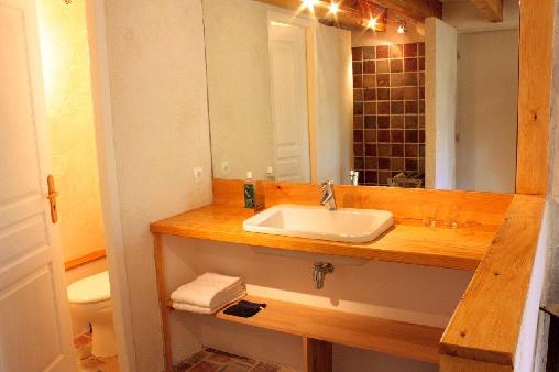 une salle d'eau par chambre