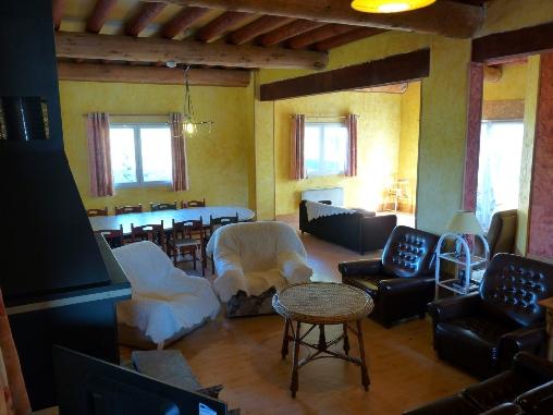 Espace salon,poele à bois Casa arbores Jura 8à15personnes