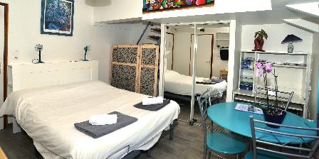Location insolite studio péniche au coeur de Lyon  Cabine 2