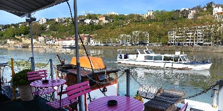 Location insolite studio péniche au coeur de Lyon  Terrasse commune