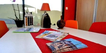 Location insolite studio péniche au coeur de Lyon  Salle de réunion