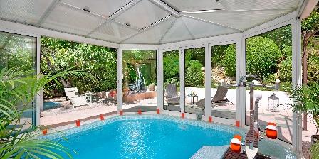 Home Shanti Piscine chauffée, nage contre courant, bains à remous, aquabike