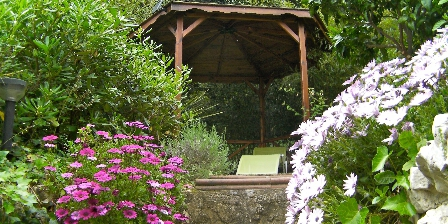 Ferienunterkunft Antibes Gites > Gazebo in the garden