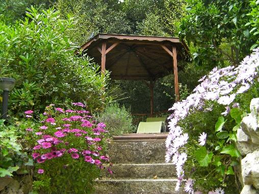 Gloriette dans le jardin