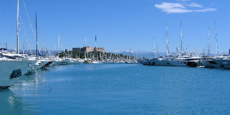 Antibes Gites The port and the Fort Carré