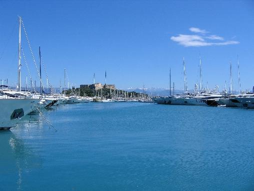Le port et le Fort Carré