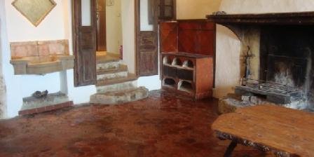 Gites des Baous Salle cheminé gite la Ferrage