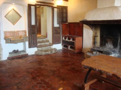 salle cheminé gite la Ferrage